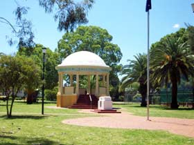 Kingaroy Memorial Park - Lightning Ridge Tourism