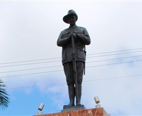 Charters Towers Memorial Cenotaph - Lightning Ridge Tourism