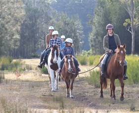 Horse Riding at Oaks Ranch and Country Club - Lightning Ridge Tourism