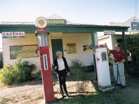 Pioneer Park - Lightning Ridge Tourism