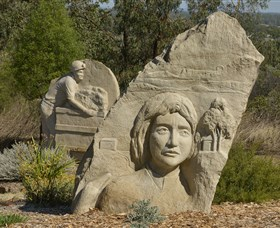 Heritage Sculptures at Pensioners Hill Lookout - Lightning Ridge Tourism