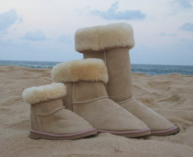 Blue Mountains Ugg Boots - Lightning Ridge Tourism