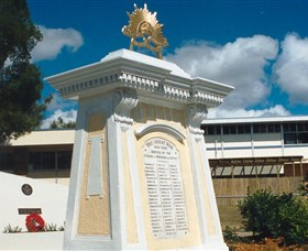 Beenleigh War Memorial - Lightning Ridge Tourism