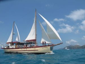 Adventure Cruise Dive and Outer Reef - Whitsundays Sailing Adventures - Lightning Ridge Tourism