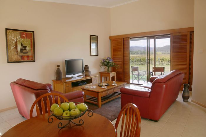 Nightingale Wines Luxury Villas - Lightning Ridge Tourism