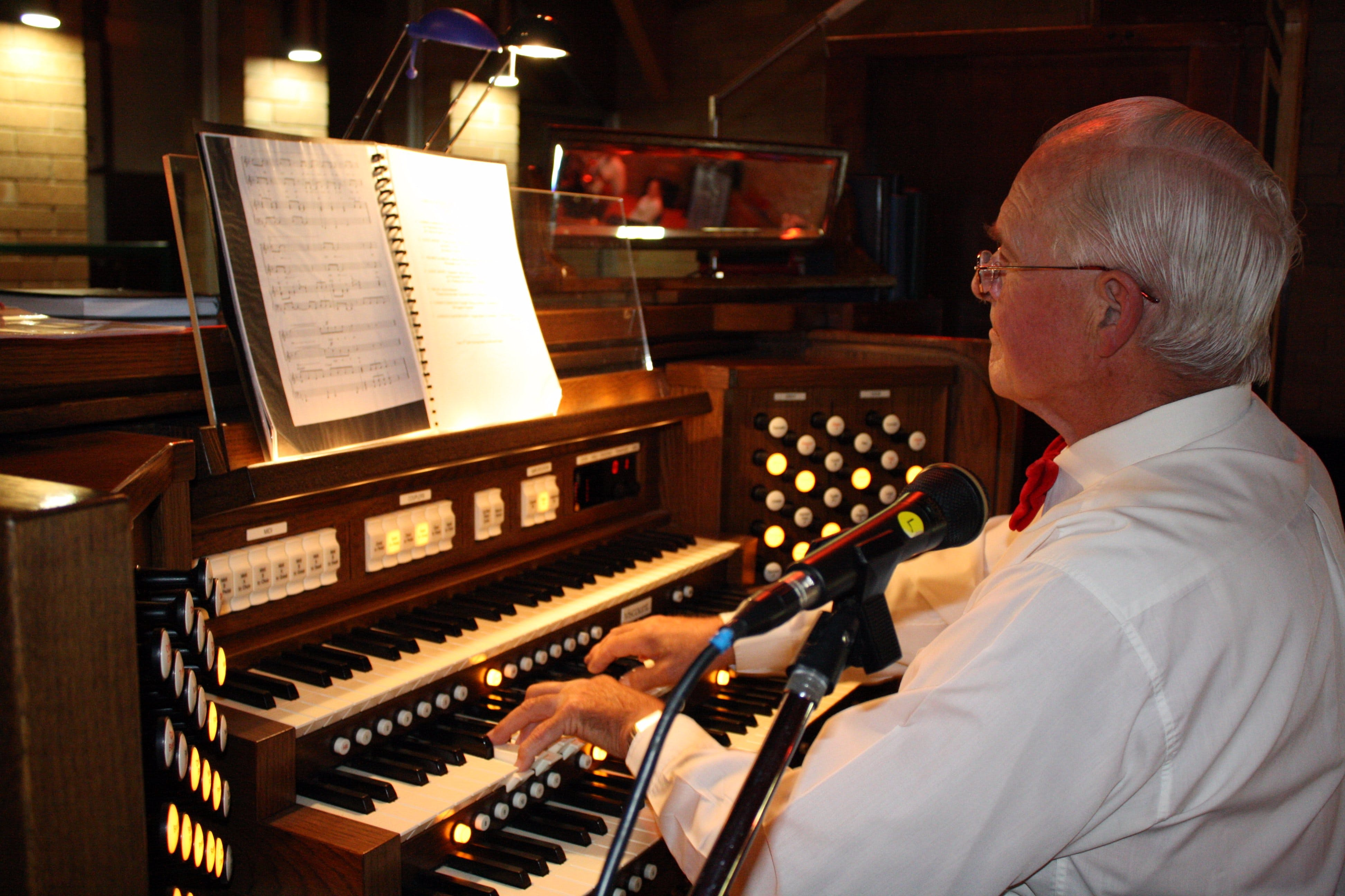 St Bartholomews Largest Digital Pipe Organ in the Southern Hemisphere - Lightning Ridge Tourism