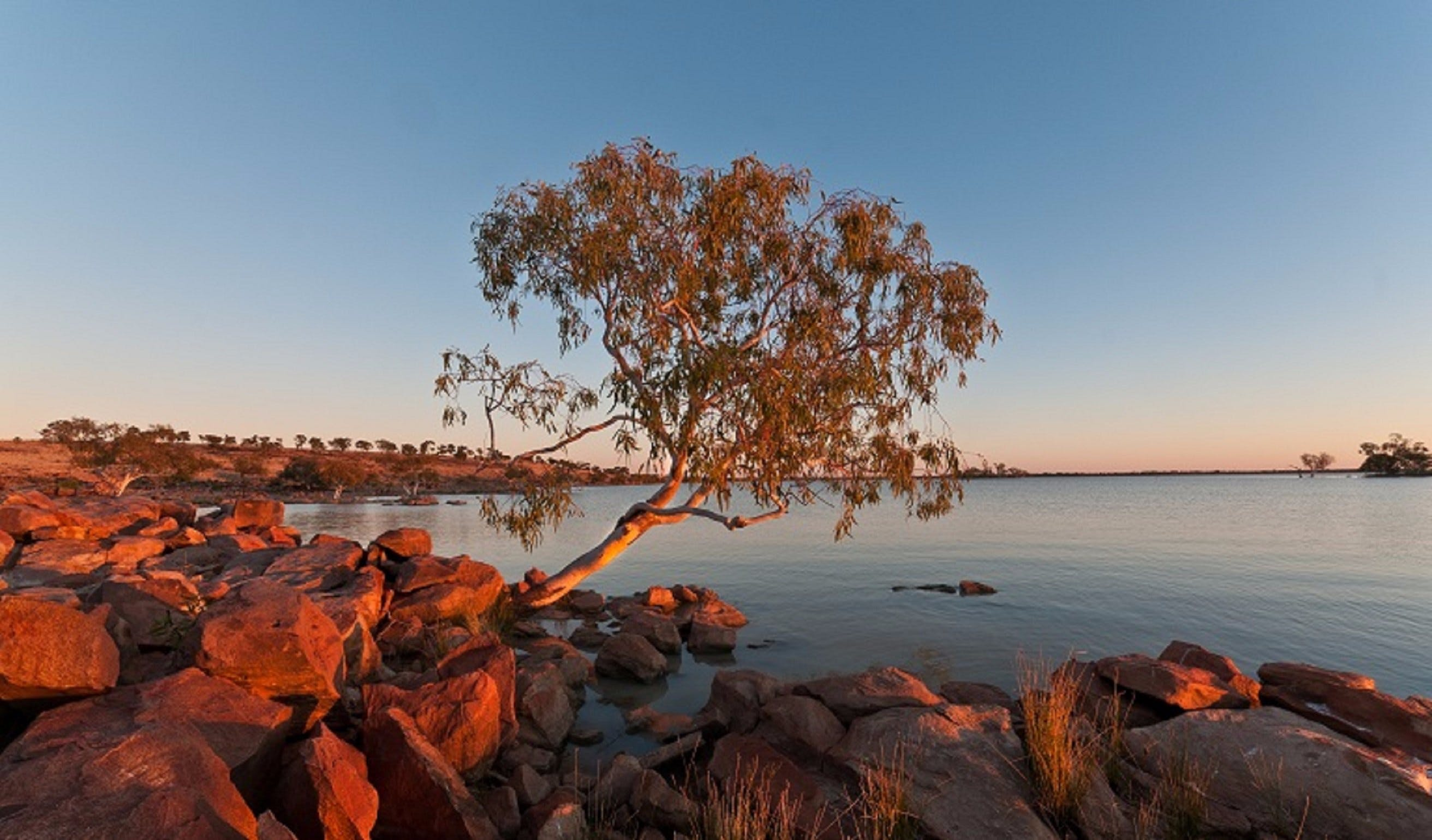Peery Lake - Lightning Ridge Tourism