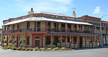 Railway Hotel - Lightning Ridge Tourism