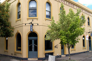 The College Lawn Hotel - Lightning Ridge Tourism