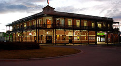 The Grand Terminus Hotel - Lightning Ridge Tourism