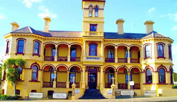 The Queenscliff Historic Royal Hotel - Lightning Ridge Tourism