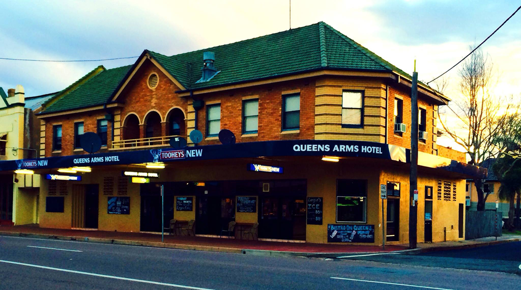 Queens Arms Hotel - Lightning Ridge Tourism