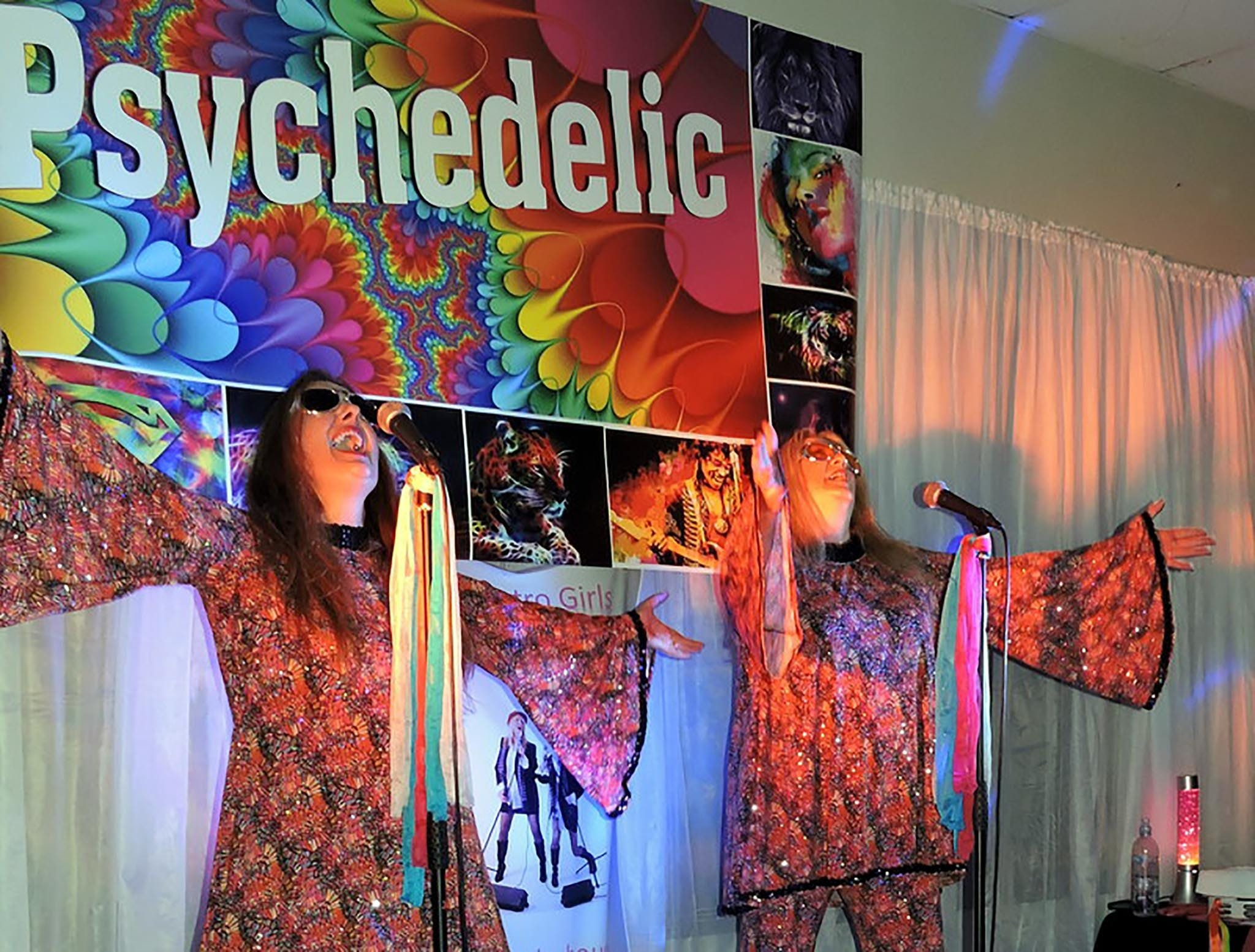 Psychedelic 70s Show The Retro Girls - Lightning Ridge Tourism