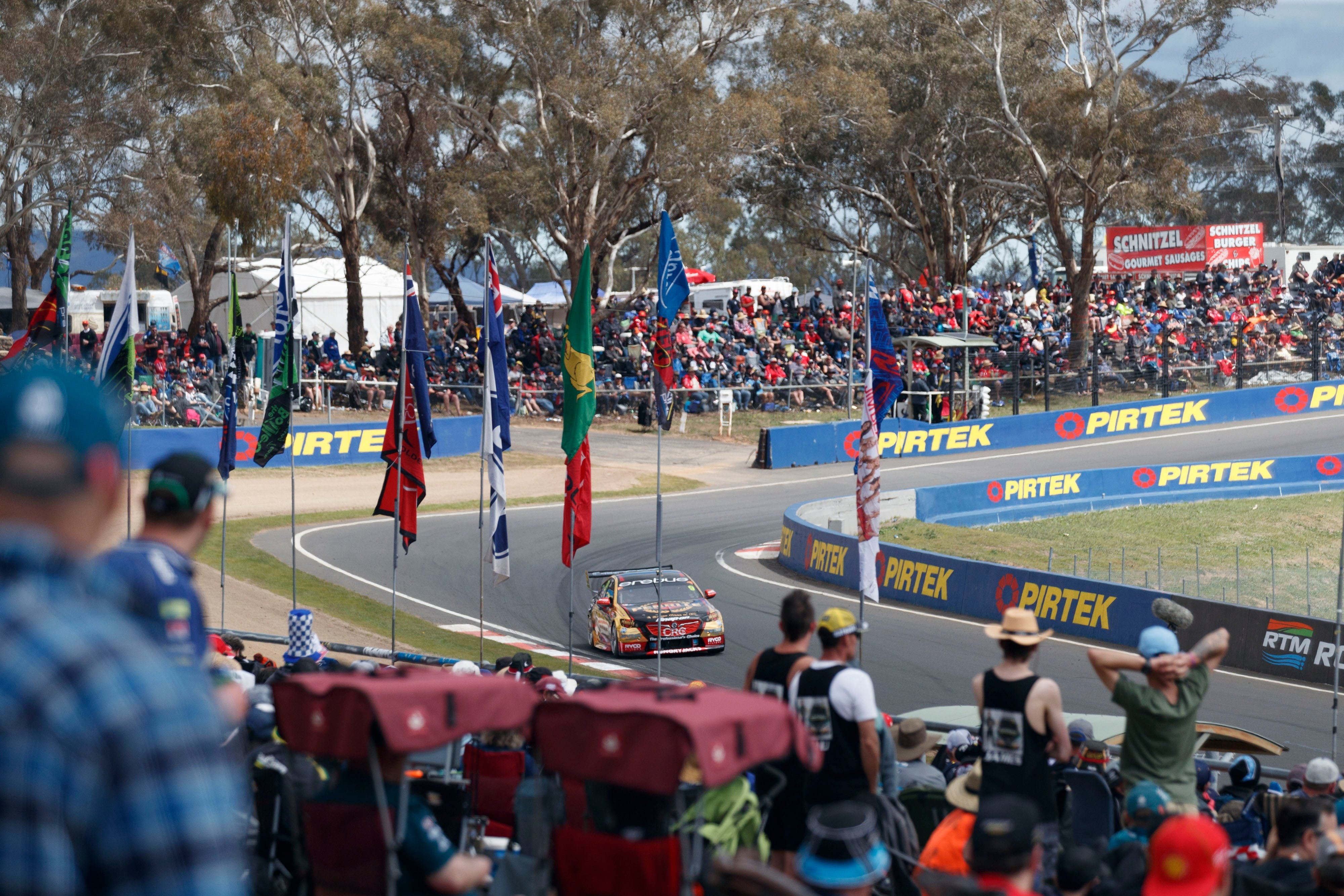 Supercars Supercheap Auto Bathurst 1000 - Lightning Ridge Tourism