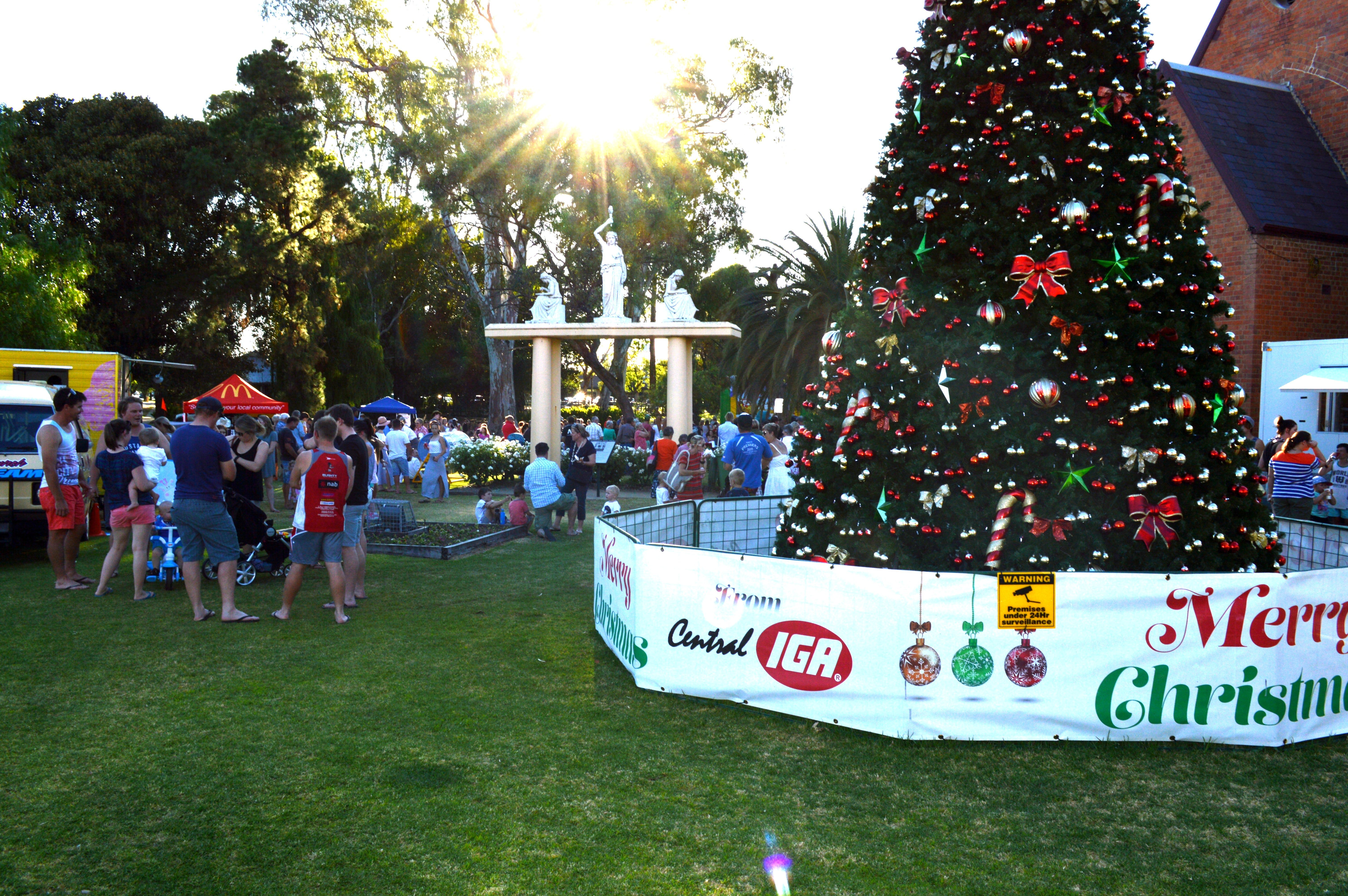 Community Christmas Party and Carols by Candlelight - Lightning Ridge Tourism