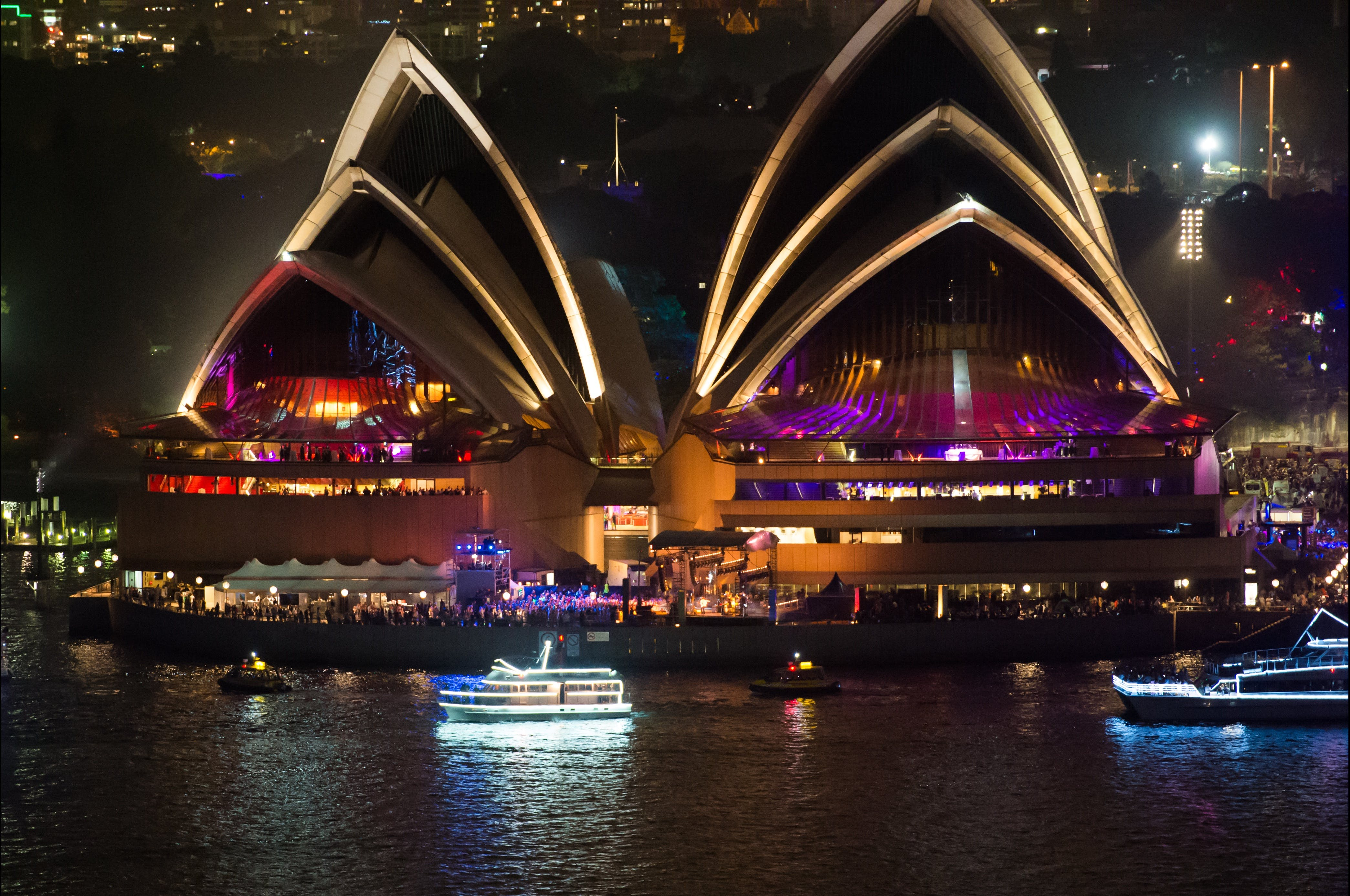 Exclusive New Years Eve Cruise on  Silver Spirit - Lightning Ridge Tourism