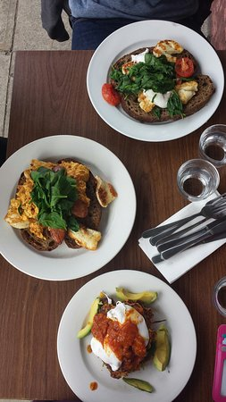 Big Brekky Place - Lightning Ridge Tourism