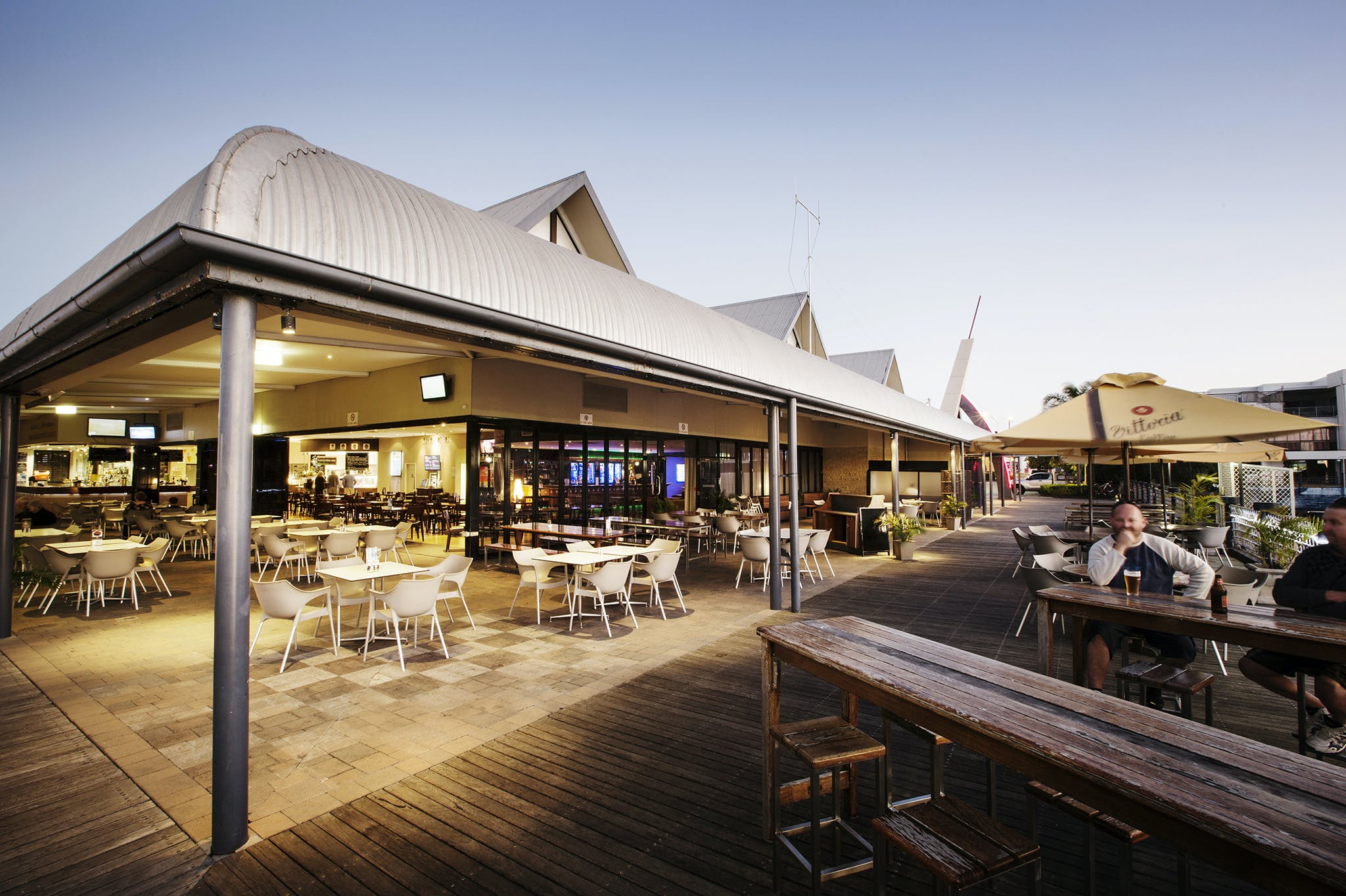 Kawana Waters Hotel - Lightning Ridge Tourism