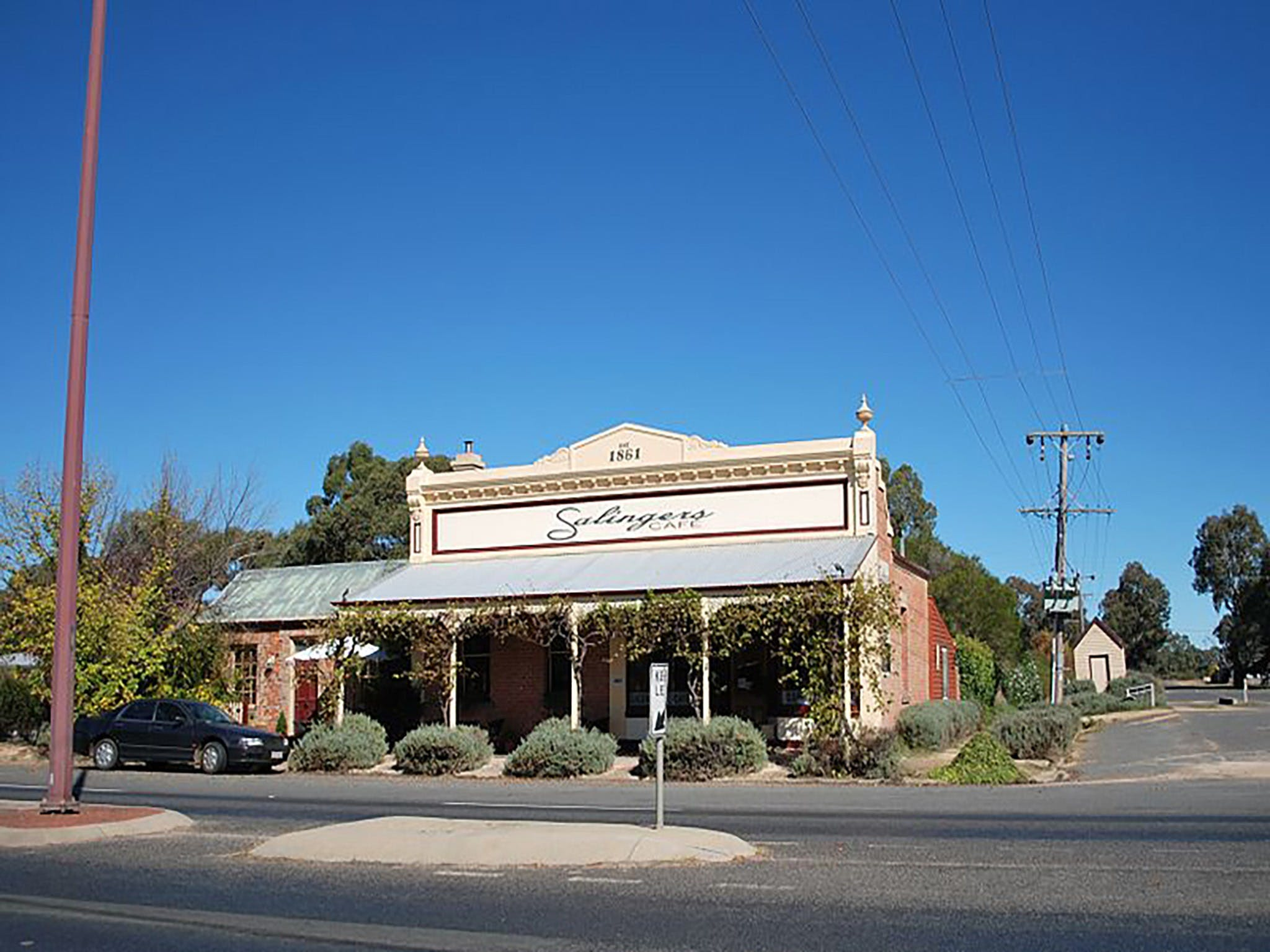 Salingers Cafe - Lightning Ridge Tourism