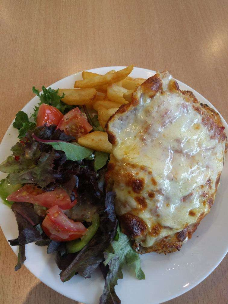 Frank and Connie's Kitchen - Lightning Ridge Tourism