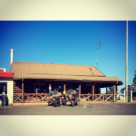 Gold Nugget Truck Stop - Lightning Ridge Tourism