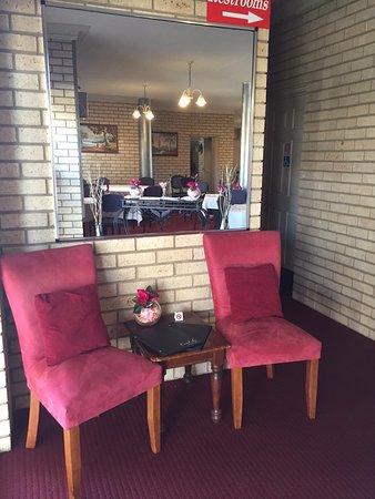 The Coral-Le Restaraunt - Lightning Ridge Tourism