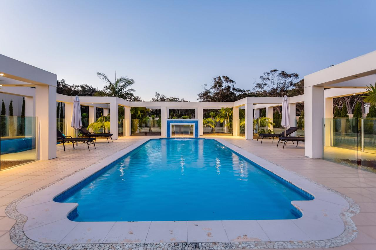 One Mile Mansion - Private Coastal Retreat FREE FAMILY ADVENTURE PASS - Lightning Ridge Tourism