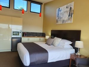 Sanctuary Hill Retreat - Lightning Ridge Tourism