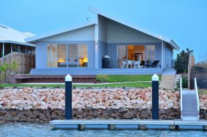 The Carnarvon Luxury Canal Home - Lightning Ridge Tourism