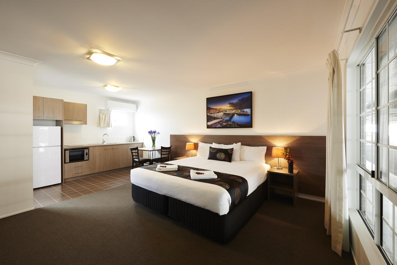 Takalvan Motel - Lightning Ridge Tourism