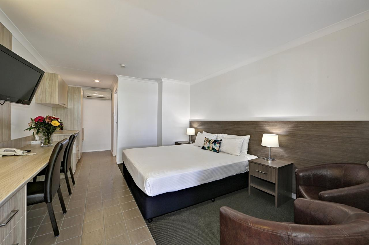 Smart Motels Bert Hinkler - Lightning Ridge Tourism