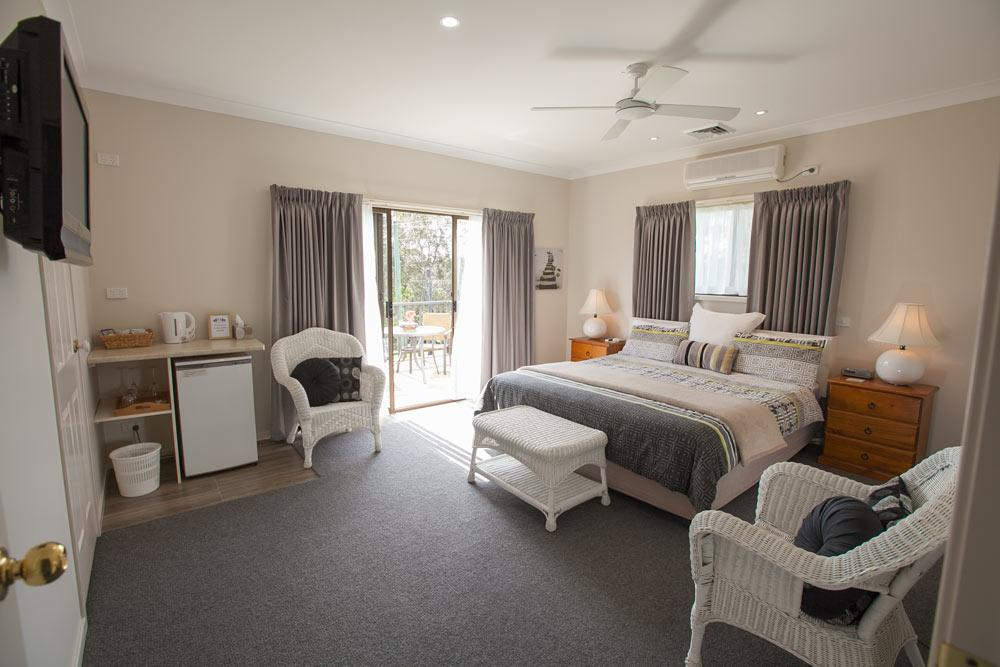 Batemans Bay Manor - Bed and Breakfast - Lightning Ridge Tourism